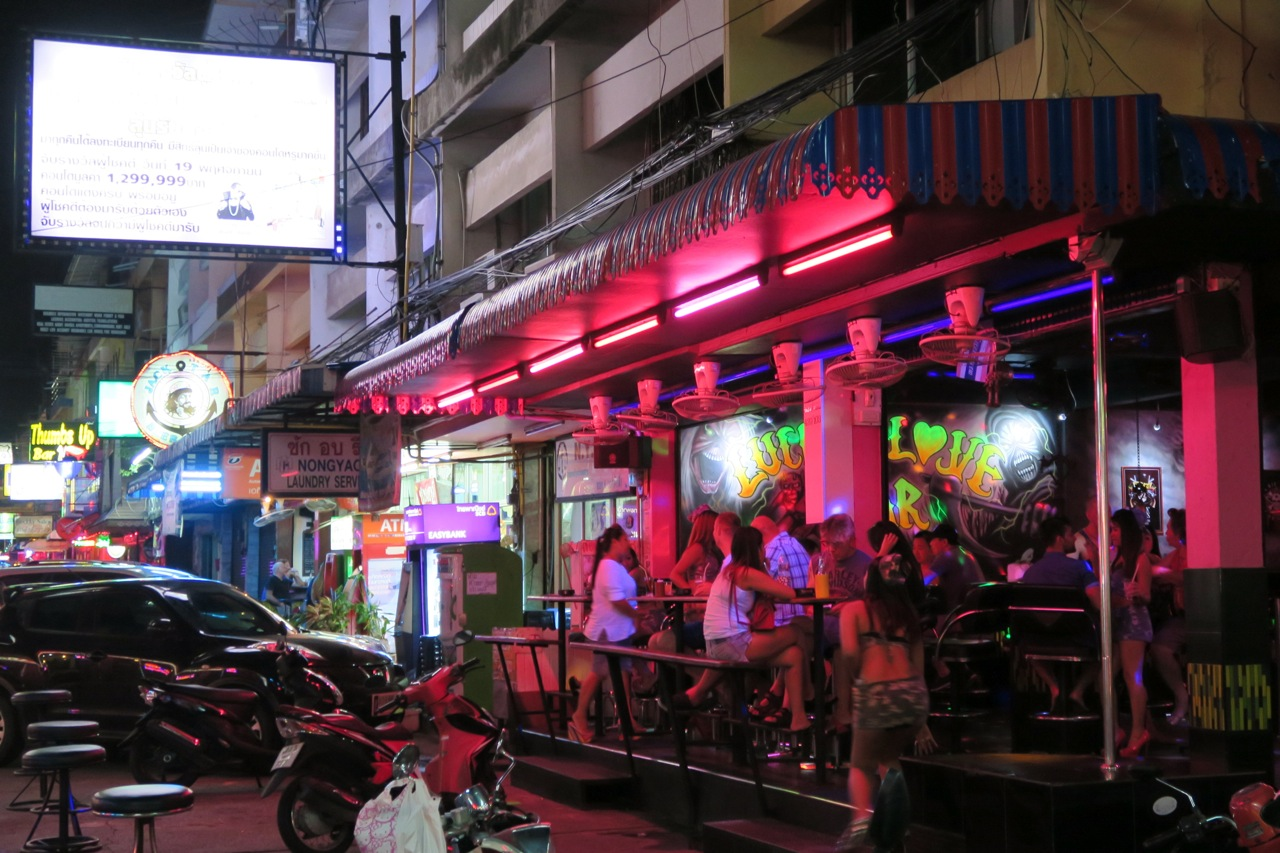 Hanging out on Soi 6, Pattaya - Bangkok112